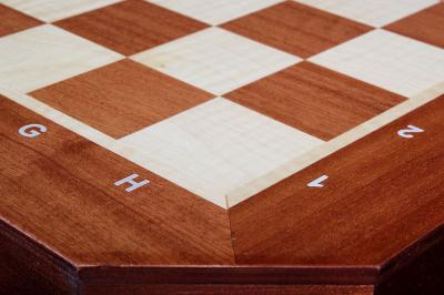 Шахматный стол с большой доской