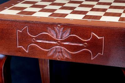 Шахматный стол из дерева