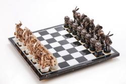 """Комплект шахмат """"Московский бизнес"""" на доске"""