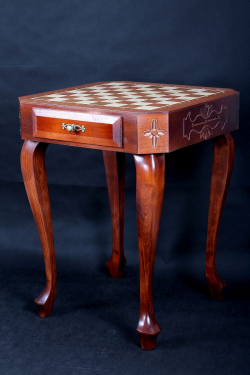 Шахматный стол без фигур